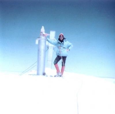 20090110173412-teddy-beyond-en-la-cima-del-aneto-hacia-1973.jpg