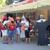20110819135629-9067-un-grupo-de-jovenes-en-la-feria-de-las-vocaciones.jpg