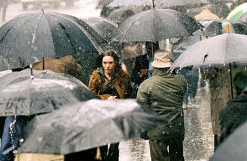 20080210123550-mujer-bajo-la-lluvia.jpg