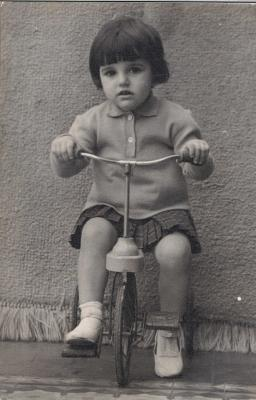 20090126151521-de-pequenita-en-bici.jpg