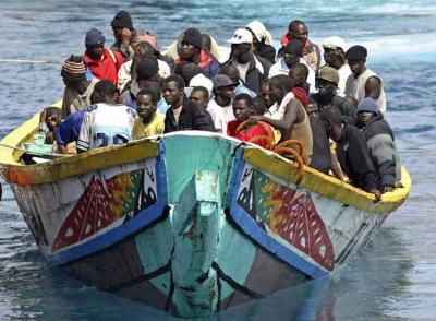 20090305212848-arriba-tenerife-cayuco-105-inmigrantes.jpg