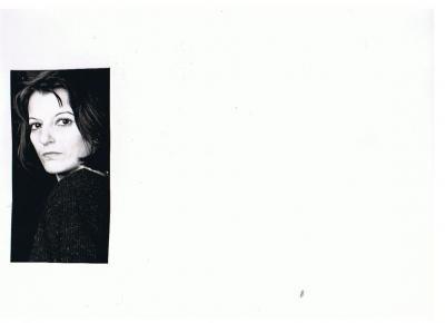 20100407190001-consuelo-joven-blanco-y-negro.jpg
