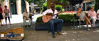 El guitarrista Aaron Lordson durante una actuación.  i LP/DLP