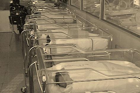 Babys in Geburtenstation zur Franco-Zeit